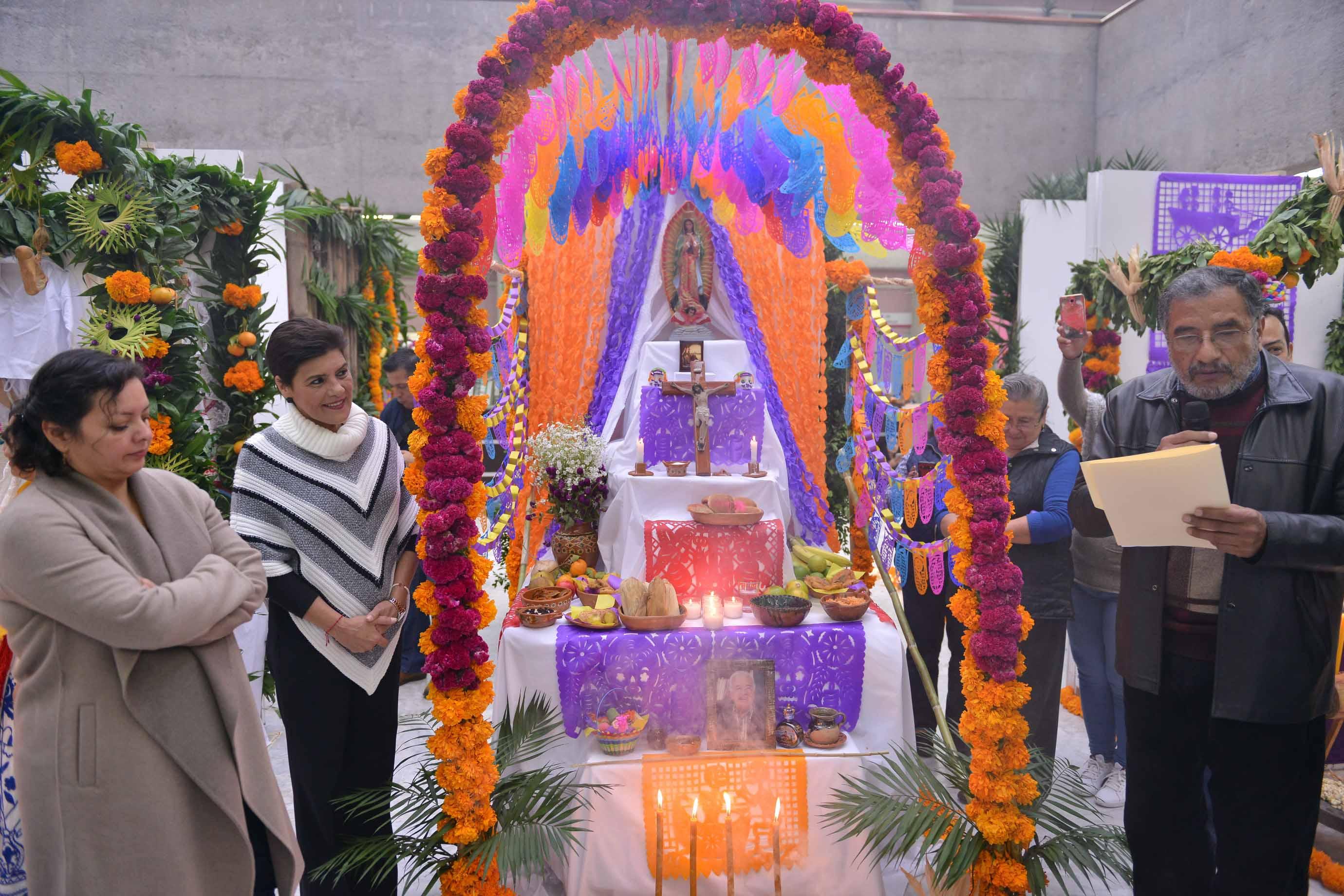 Abren en el Congreso del Estado la muestra de altares por Día de Muertos