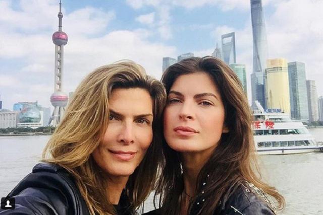 Difunden fotos íntimas de Montserrat Oliver y su novia en YouTube y Twitter