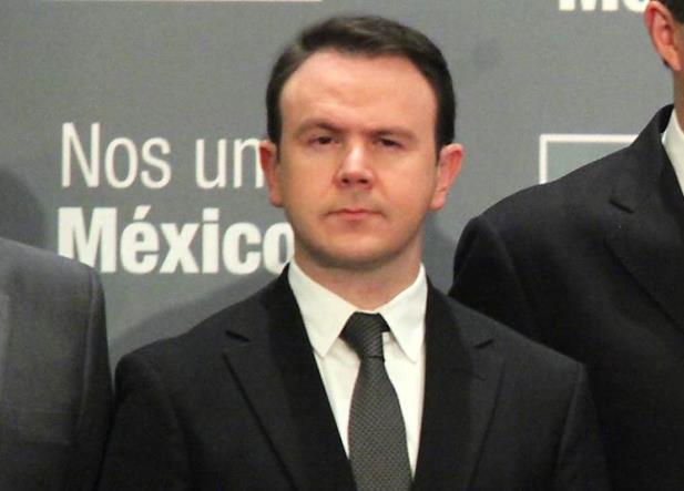 Ex funcionario de Peña ofrece ayuda a AMLO