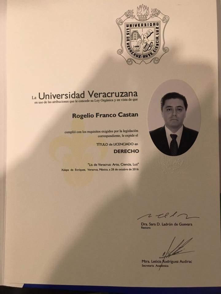 UV expide en apenas 10 días el título universitario de Rogelio Franco