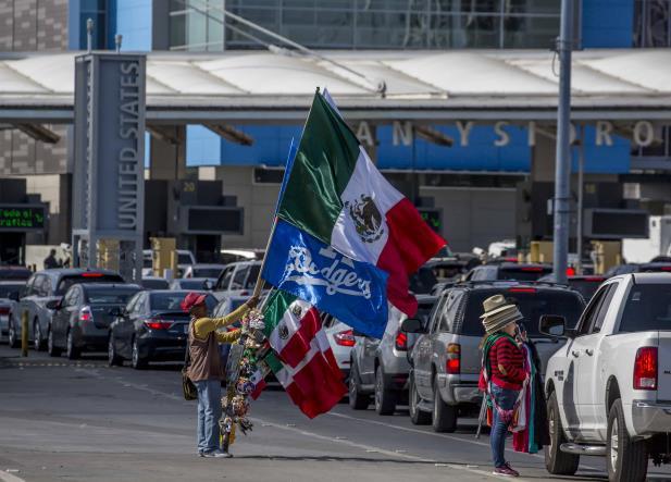 Juez permite a 60 centroamericanos permanecer en Estados Unidos