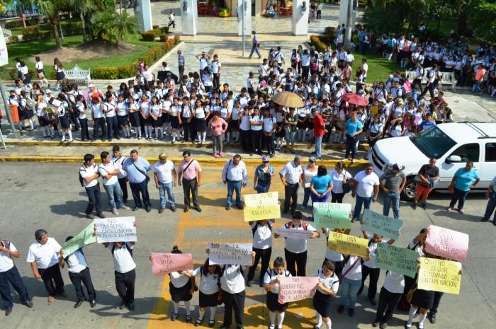 Estudiantes en Martínez protestan por instalación de gasolinera