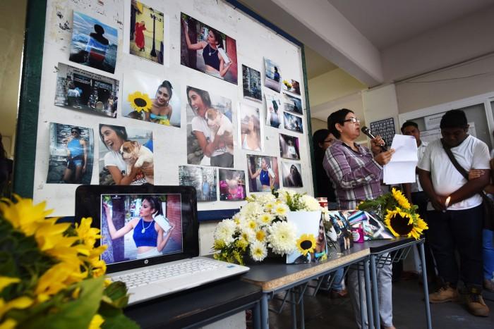 Estudiantes de la Facico rinden homenaje a Génesis Urrutia