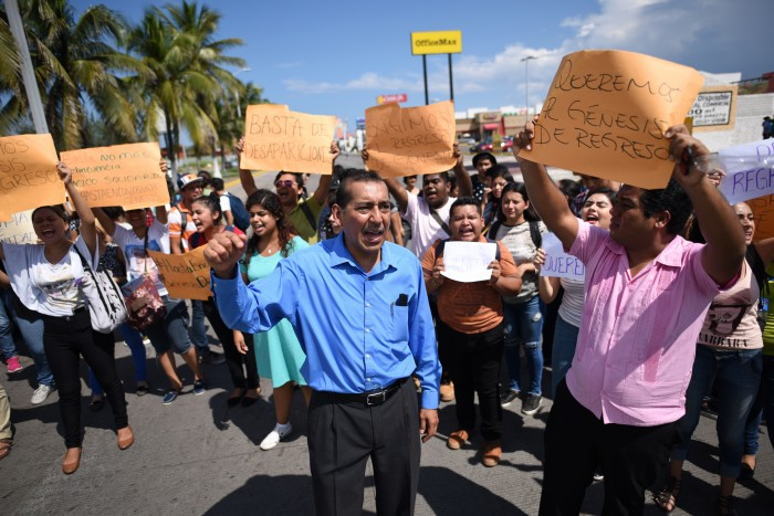 Estudiantes UV exigen aparición con vida de alumna desaparecida