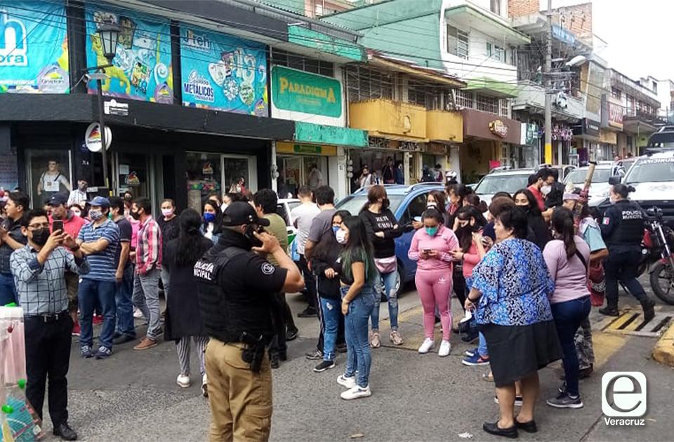 Comerciantes toman Clavijero, denuncias amenazas de levantón