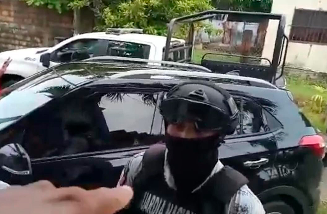 Guardia Nacional amenaza con disparar a ciudadanos en Coatza