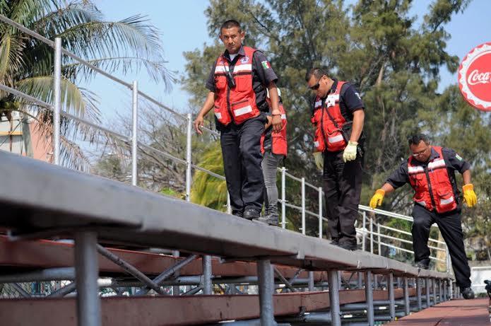 Supervisan gradas para seguridad de visitantes en Veracruz