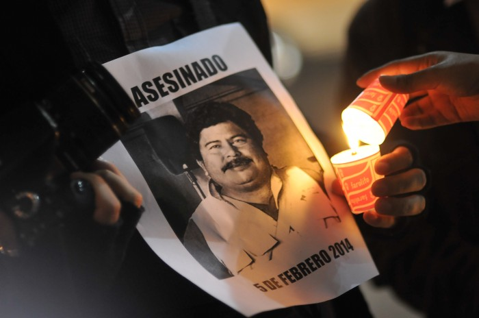 Resguardan a familia de periodista asesinado tras ataque