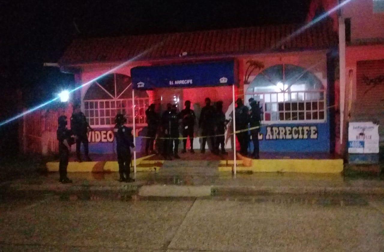 Grupo armado asesina a dos personas en bar de Coatza