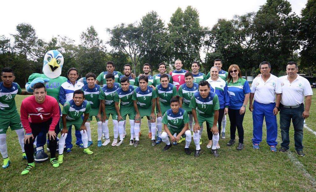 Halcones UV triunfan en Futbol y Basquetbol