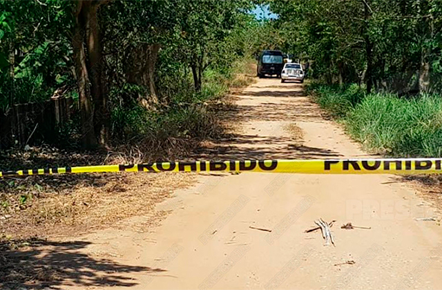 Hallan cuerpo en terracería de la carretera Coatza-Mina Canticas