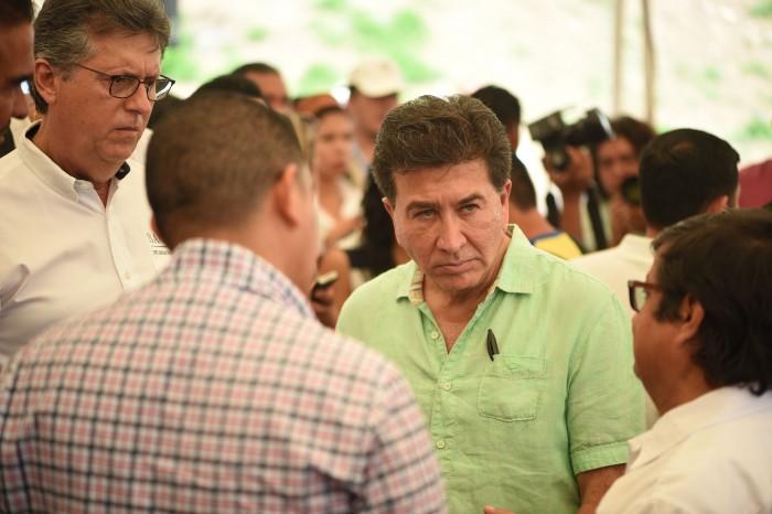 """Yunes """"está sudando"""" 8 mmdp para campaña electoral: Héctor Yunes"""
