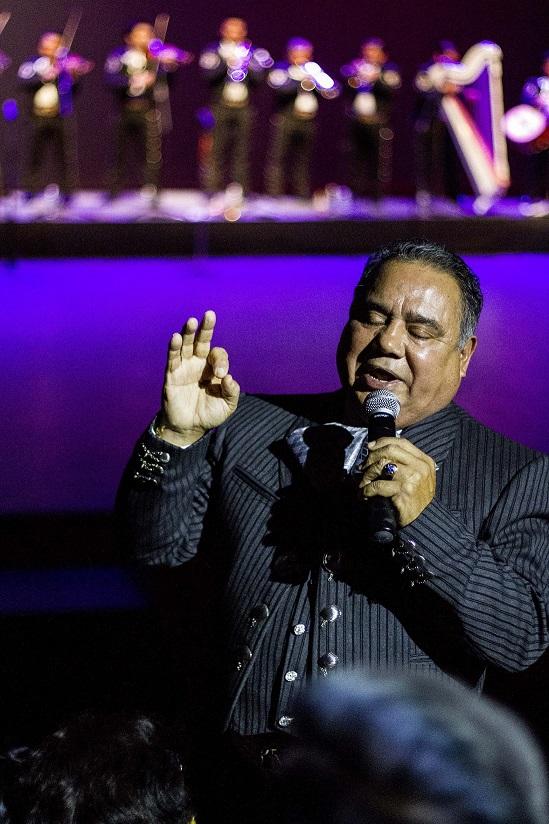"""Héctor Guerrero le canta al amor """"a su manera"""""""