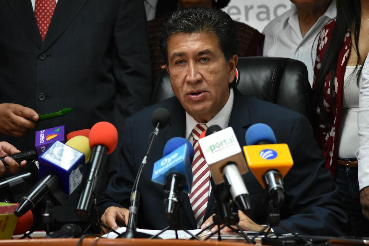 Héctor Yunes pierde los cabales y corre a mentadas a militante
