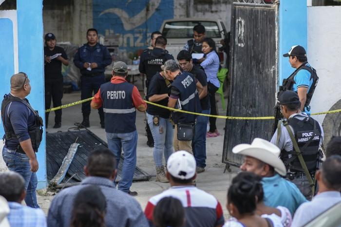 Citan a declarar a alcalde de Hidalgotitlán tras asesinato de Santana Cruz