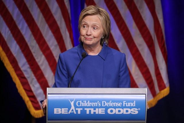 Hillary Clinton reaparece tras derrota; llama a la inclusión