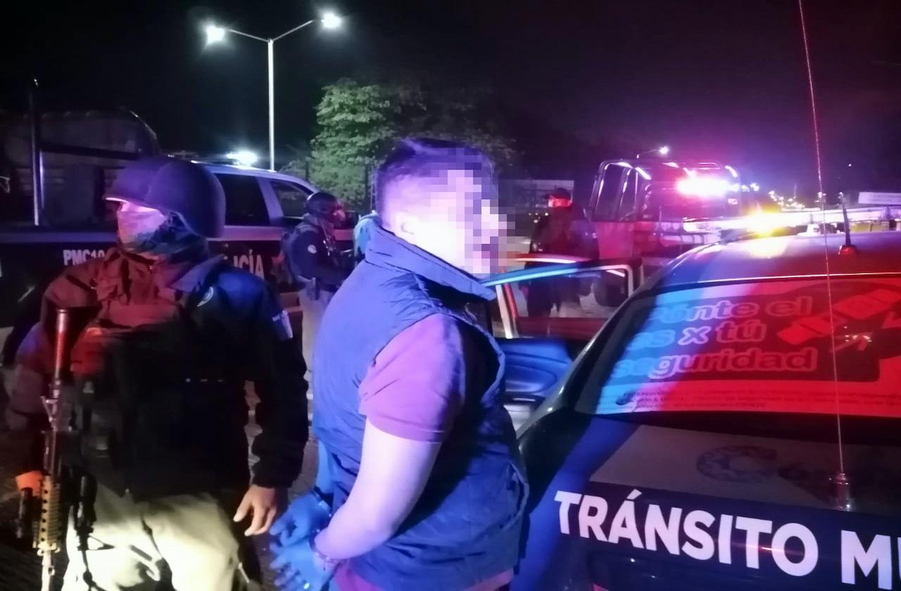 Hombre ebrio roba patrulla y la choca, en Córdoba