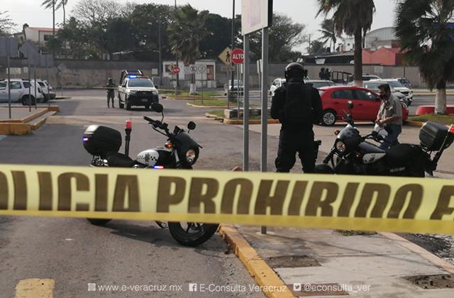 Hombre es asesinado afuera de tienda departamentamental en Coatza