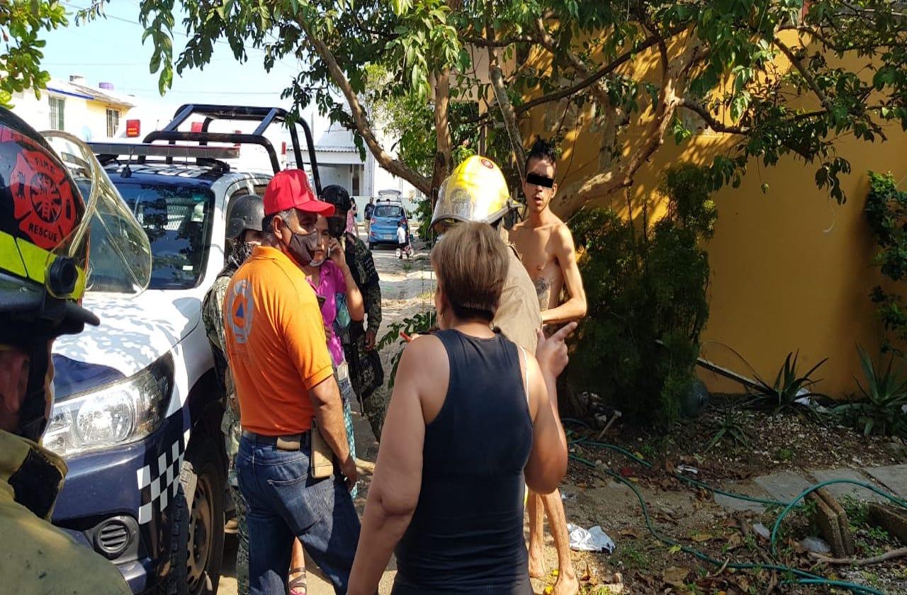 Hombre estuvo a punto de incendiar su casa, en Coatza