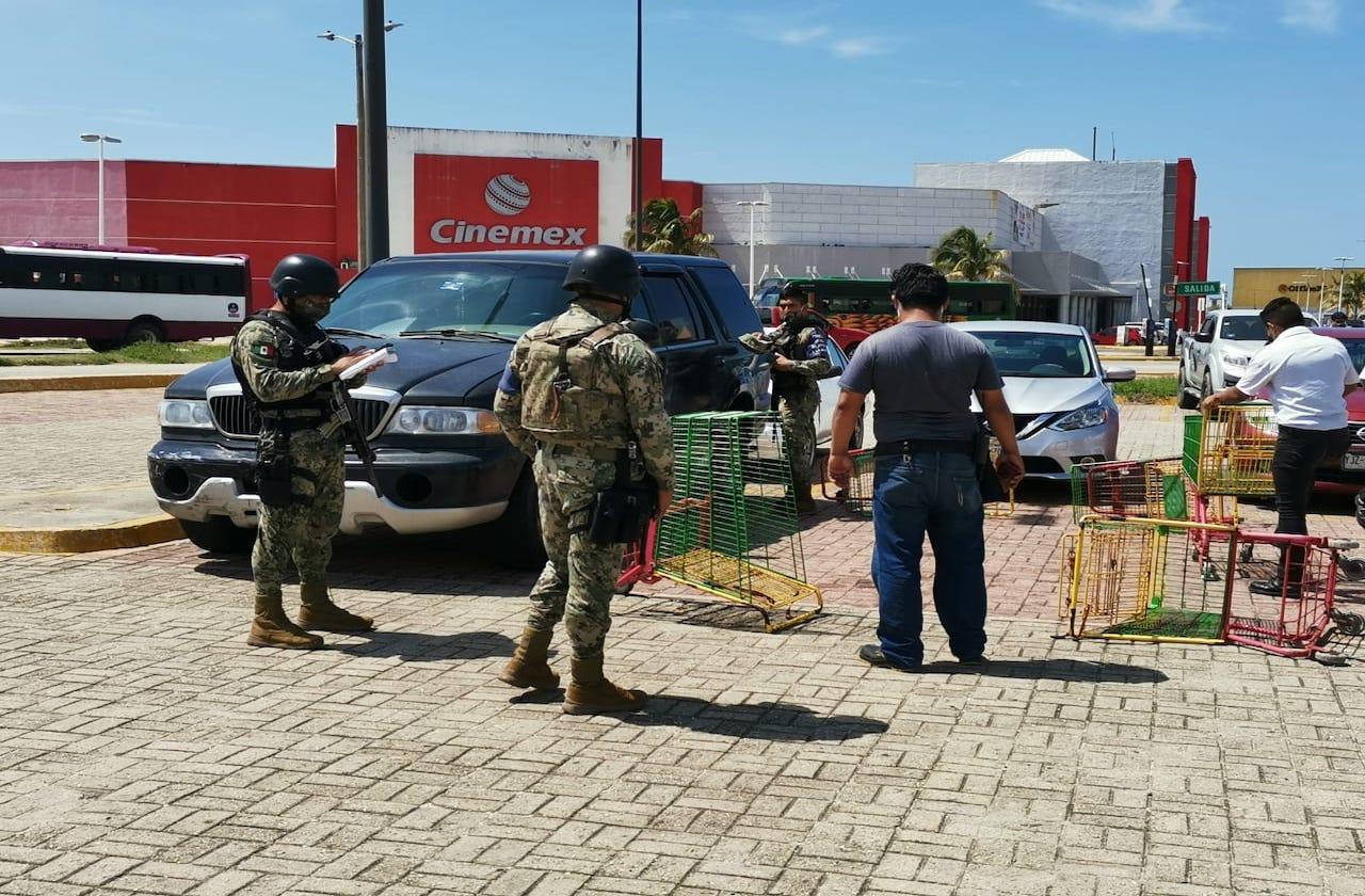 Hombre fue baleado al salir de centro comercial, en Coatza