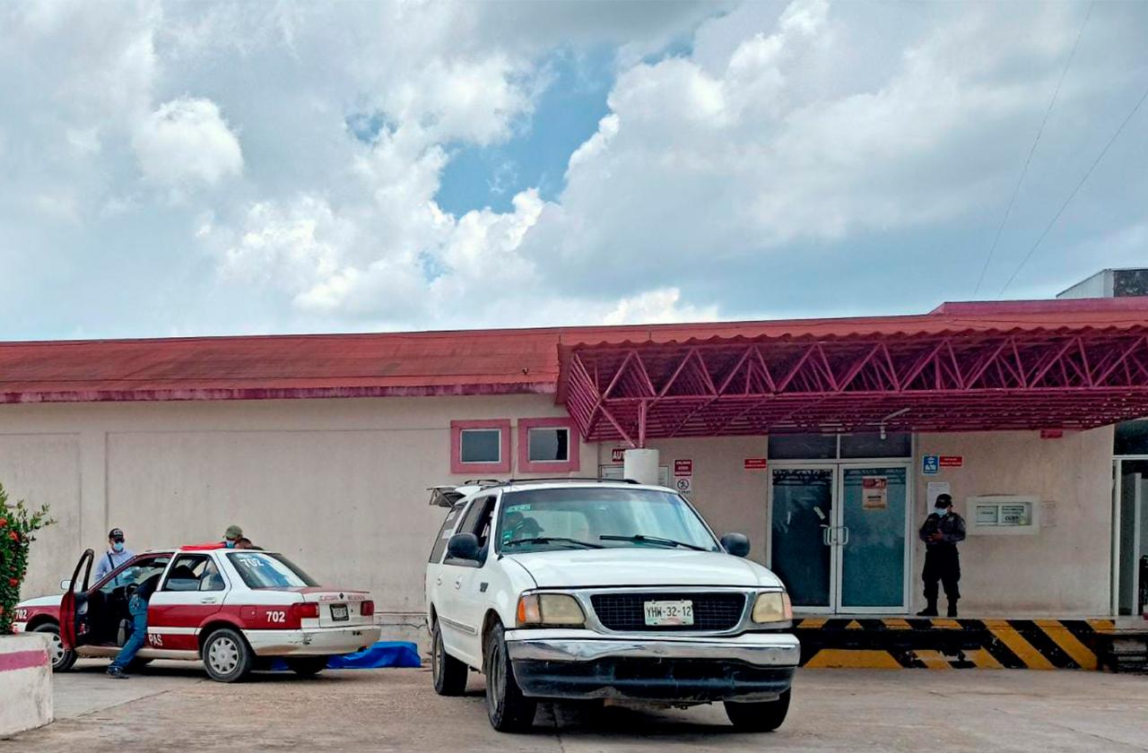 Hombre muere afuera del hospital de Las Choapas