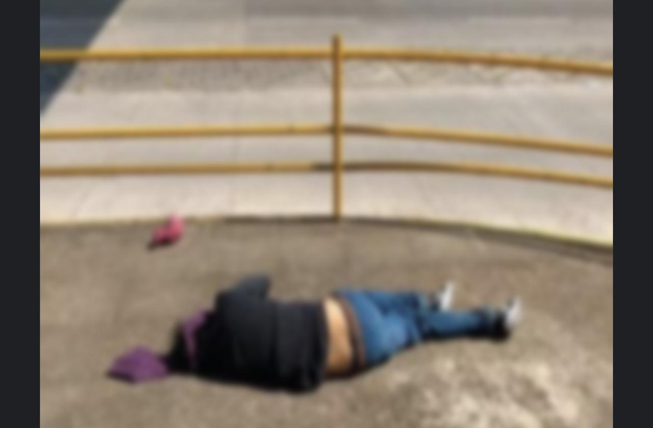 Hombre muere tras arrojarse de puente peatonal, en Xalapa