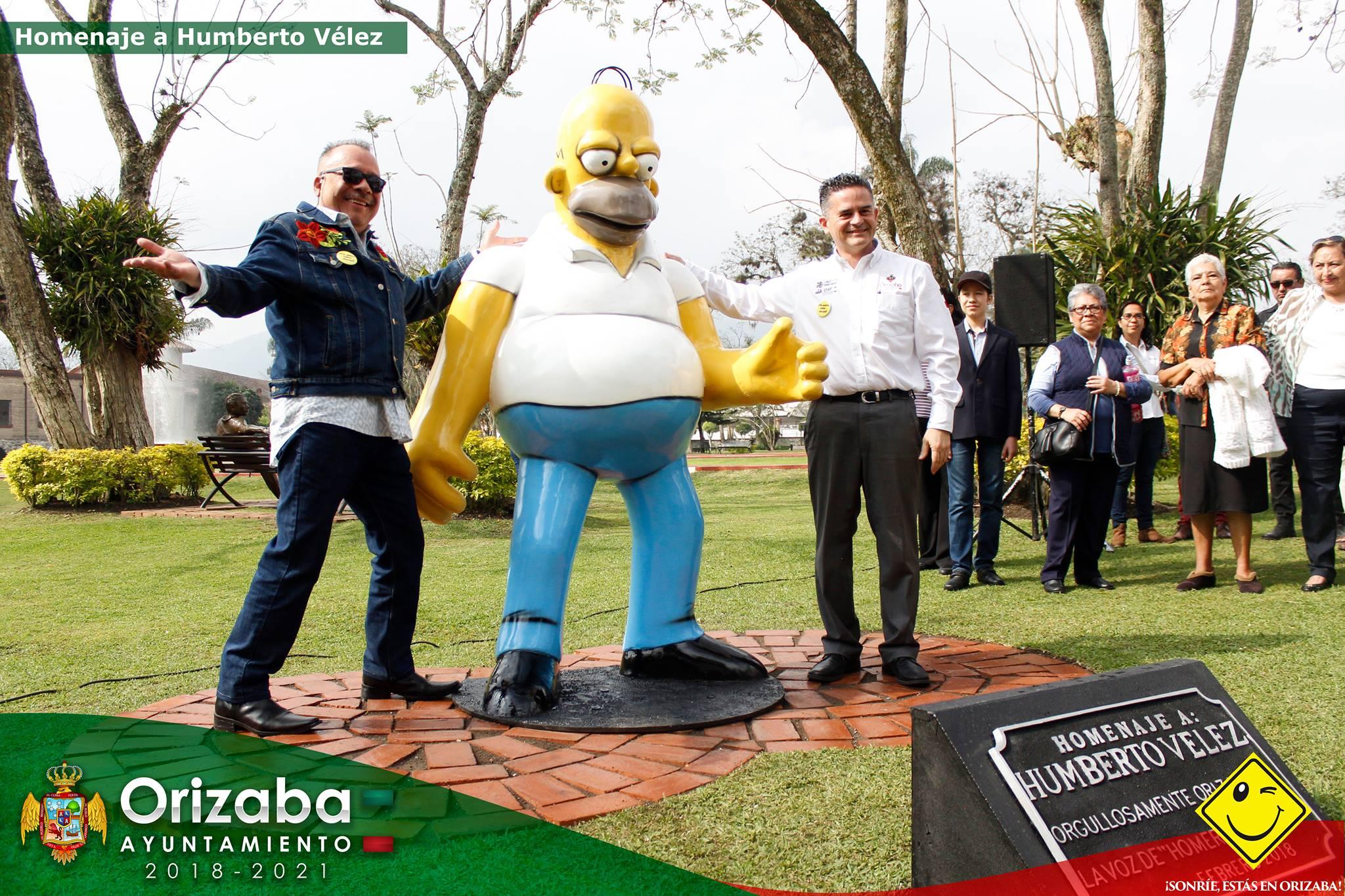 Develan en Orizaba, estatua de Homero Simpson