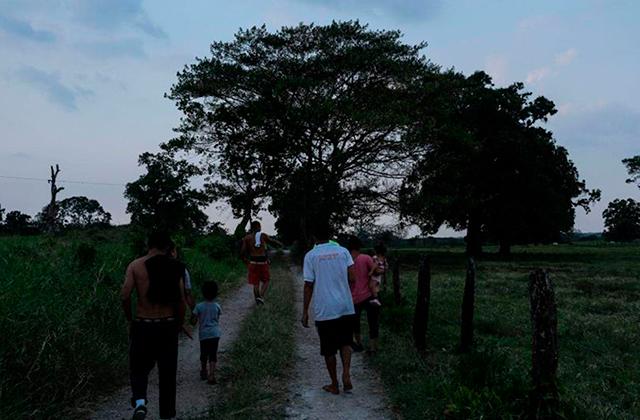 Detienen a 2 por tráfico de personas, llevaban 19 hondureños