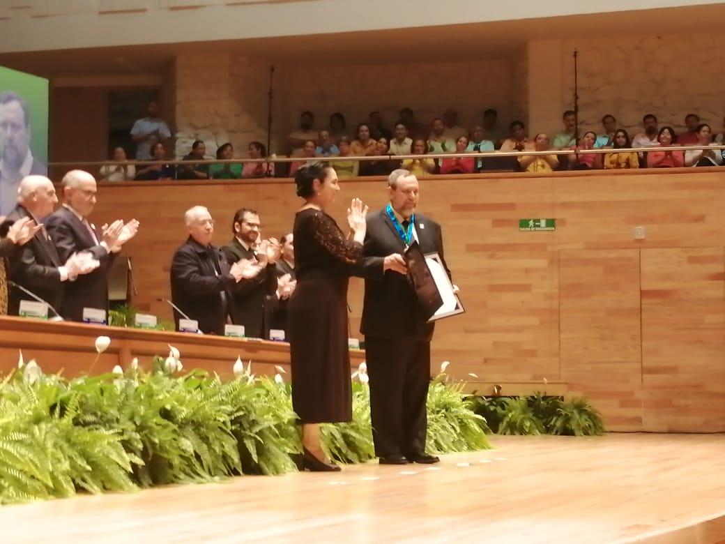 UV reconoce con honoris causa a exministro José Ramón Cossio