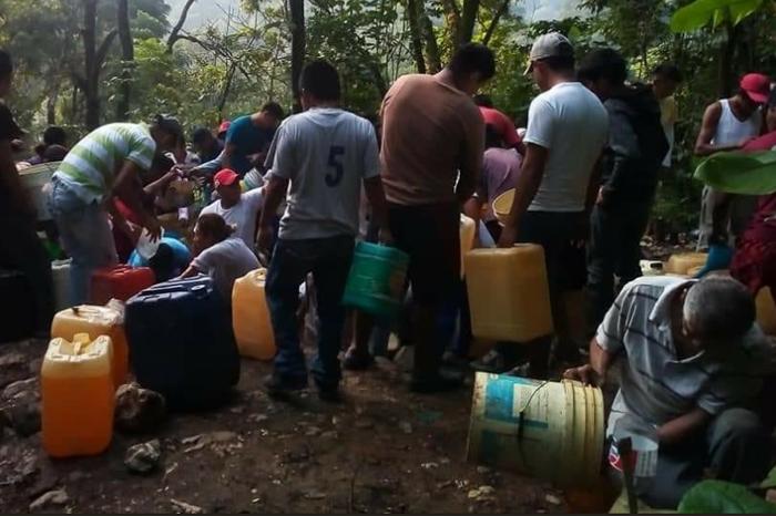 Veracruz: pobladores aprovechan fugas por ordeña de huachicoleros