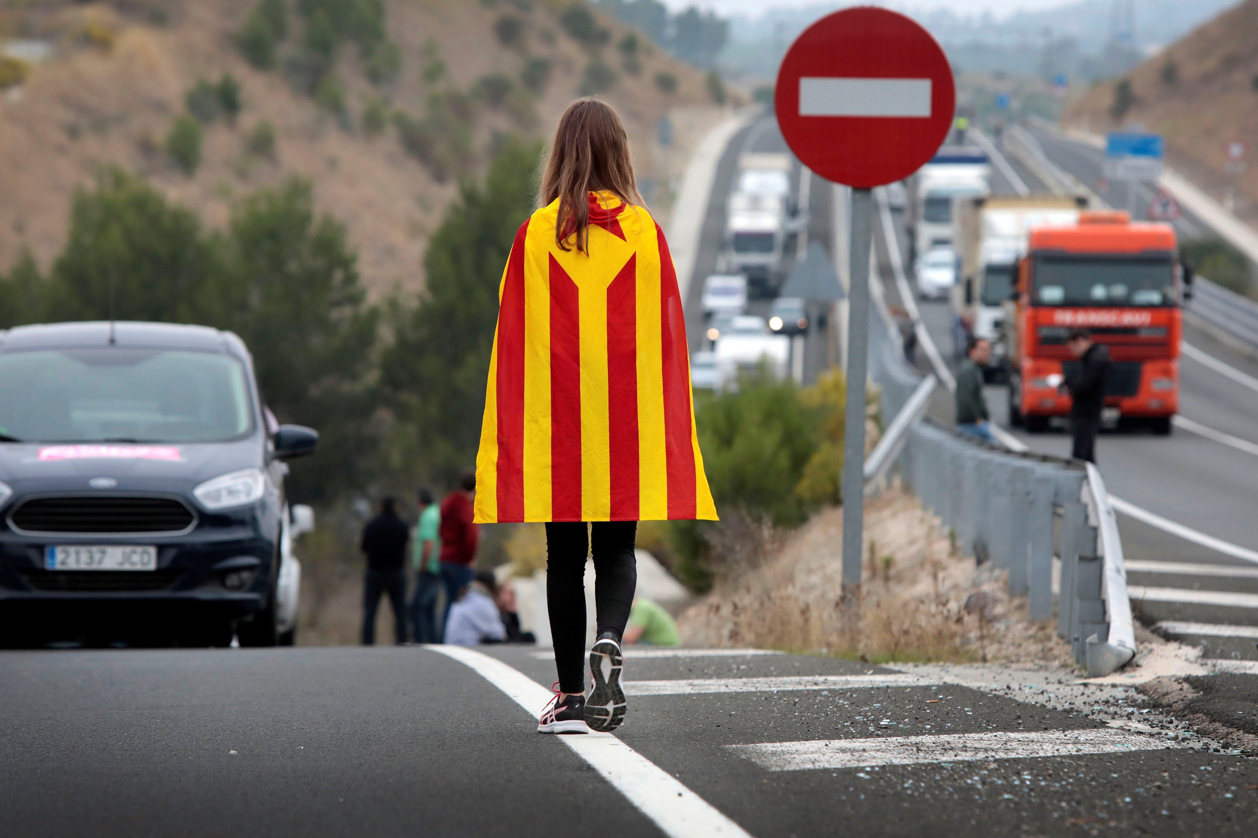 Rajoy pide a Puigdemont que aclare si declaró la independencia de Cataluña