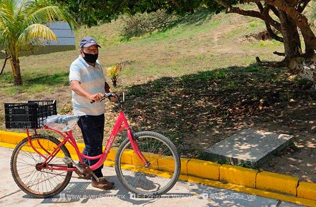 Hugo de 75 años pedaleó 5 Kilómetros para vacunarse contra el covid