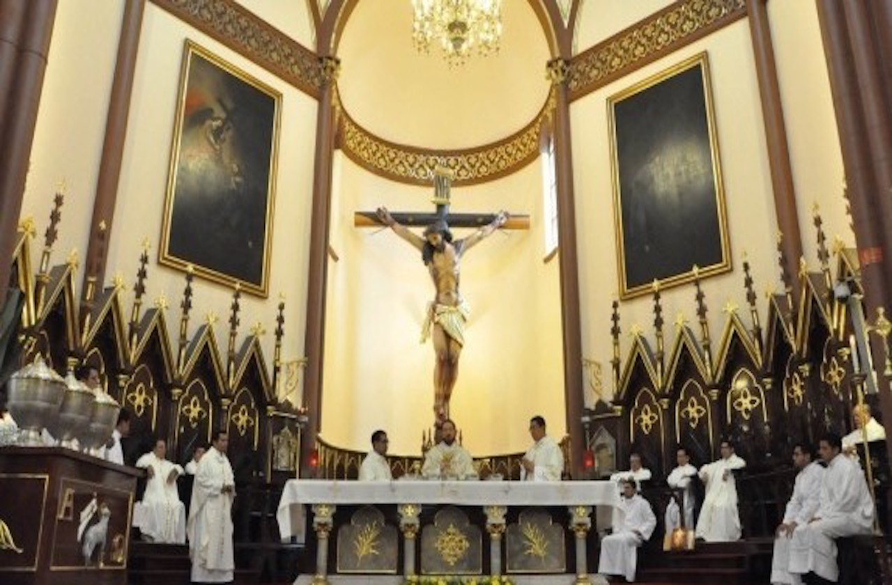 Iglesia pide seguir misas