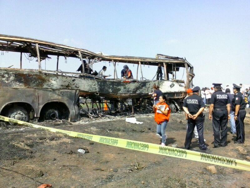Se incrementa a 36 el número de muertos en autobús accidentado al sur de Veracruz