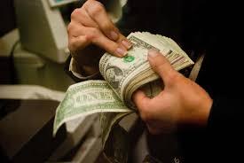 Promedia dólar 17.73 pesos en aeropuerto capitalino
