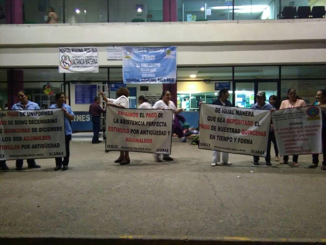 Falta de pagos colapsa hospitales; paran labores
