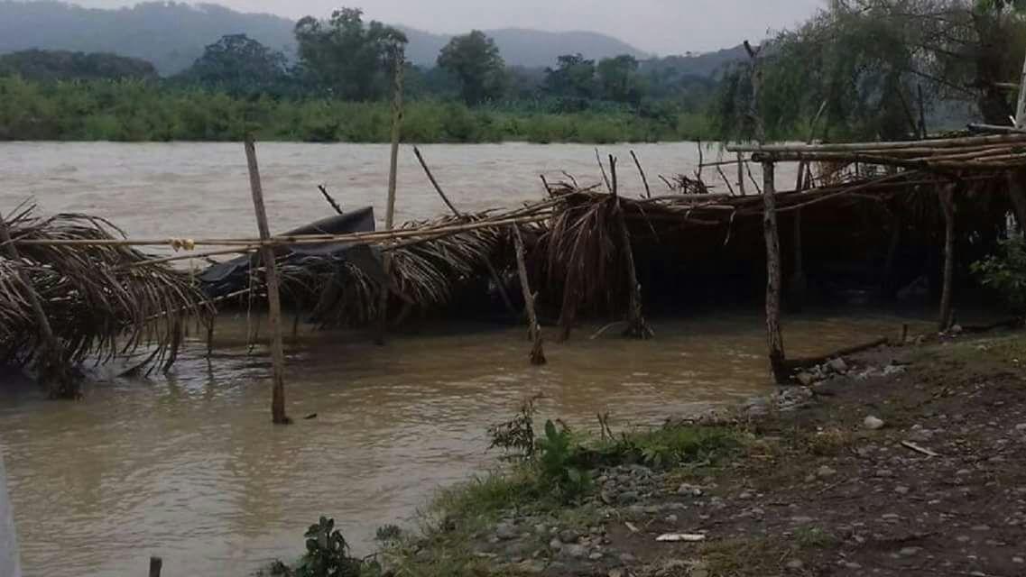 Lluvia arrasa con palapas turísticas al norte del estado de Veracruz