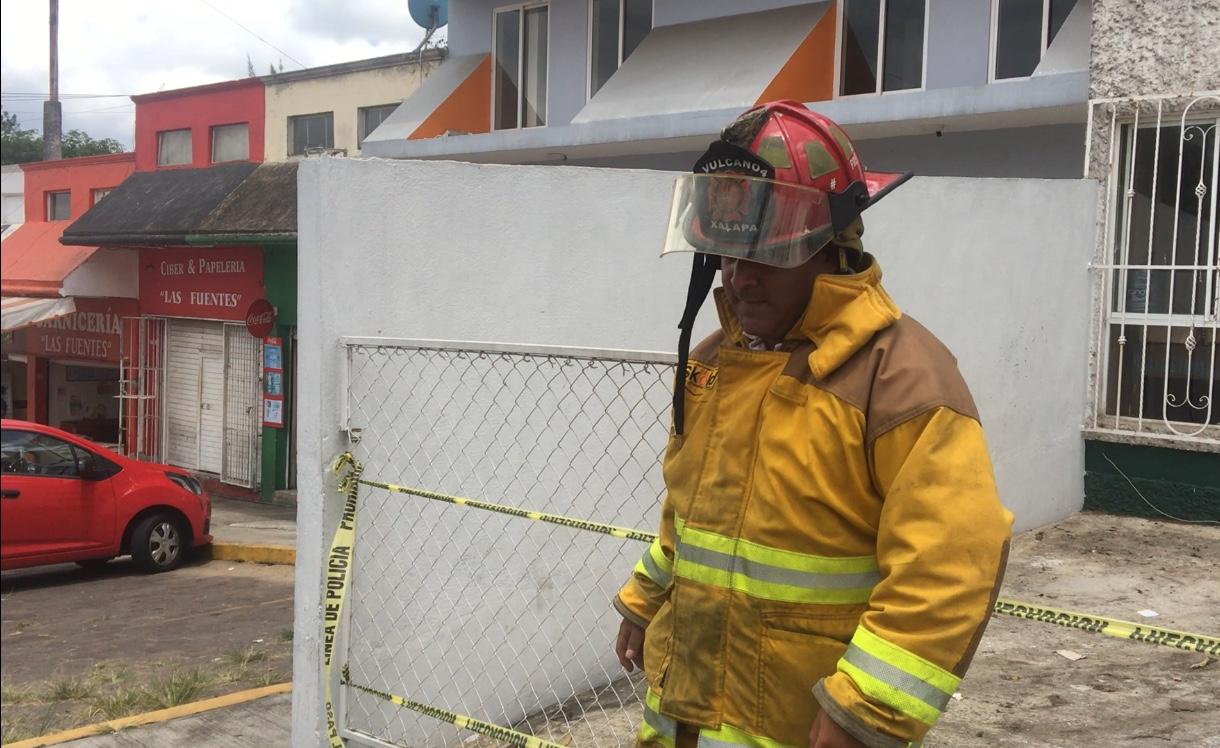 Bomberos resultan heridos por explosión en Las Fuentes