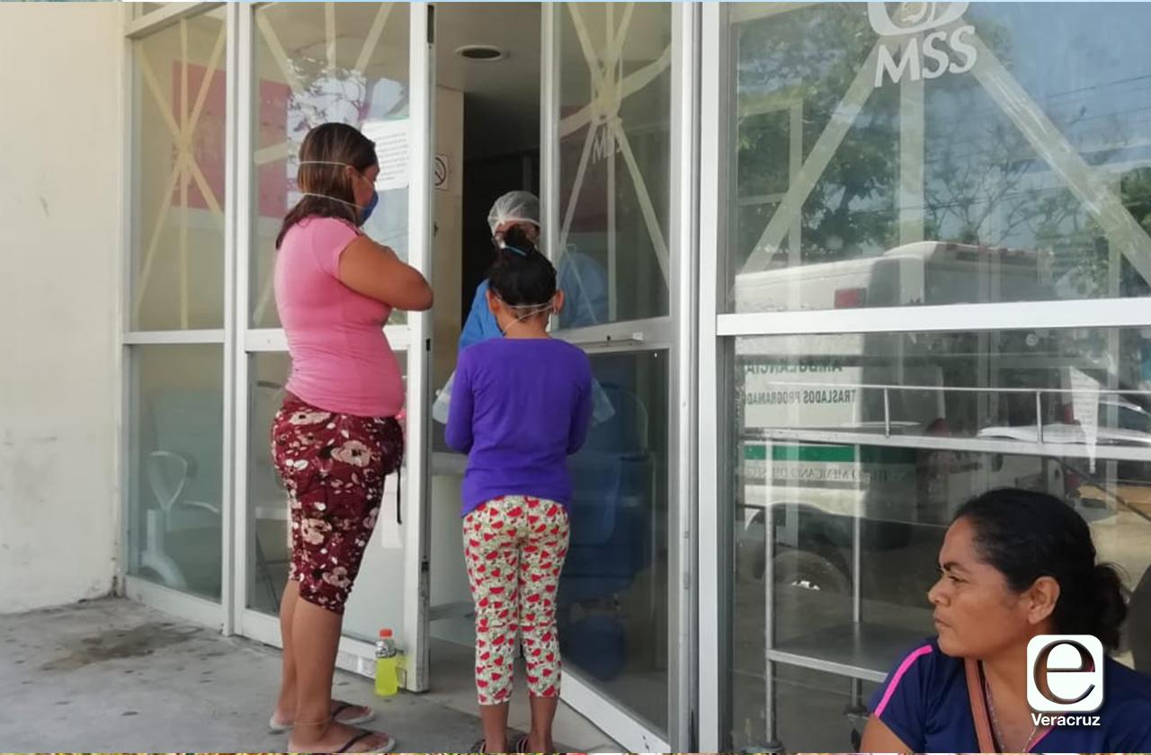 Habilitan área para personas con síntomas de covid-19 en el IMSS de Coatza