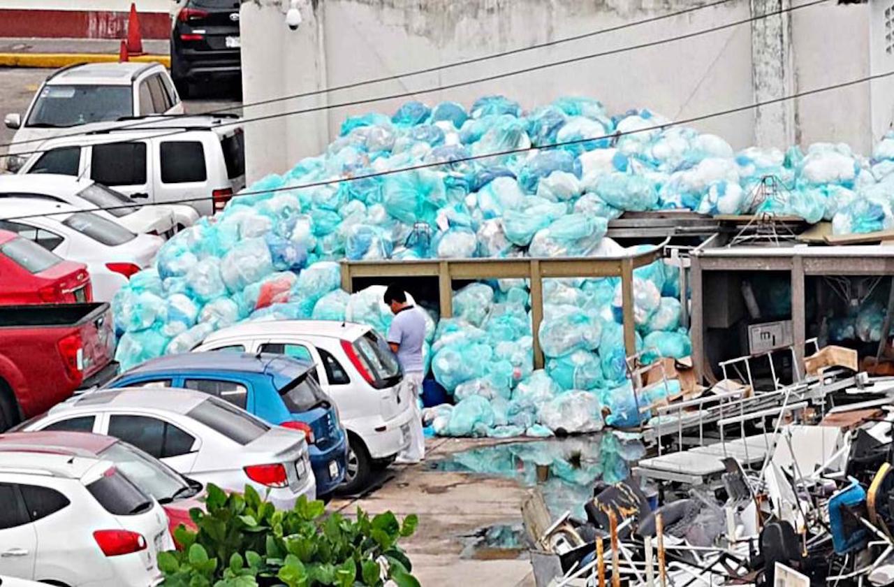 IMSS del Puerto no ha terminado de recoger basura infecciosa: vecinos