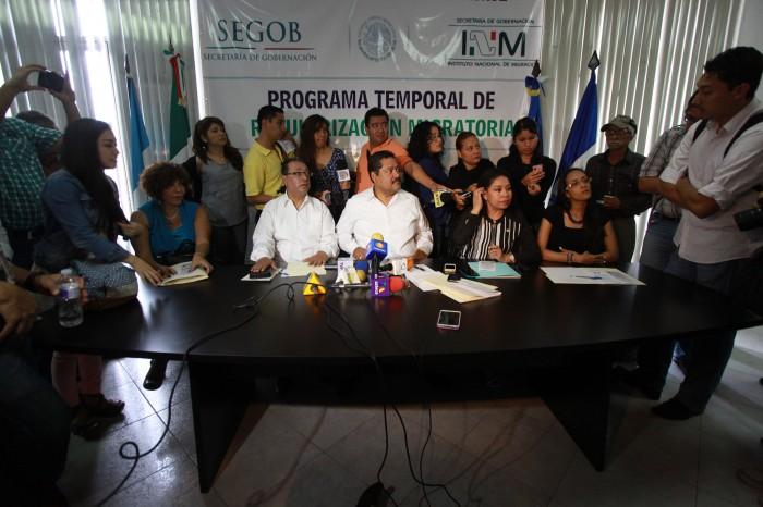 """""""Renuncian"""" 30 funcionarios del INM por señalamientos de abusos"""