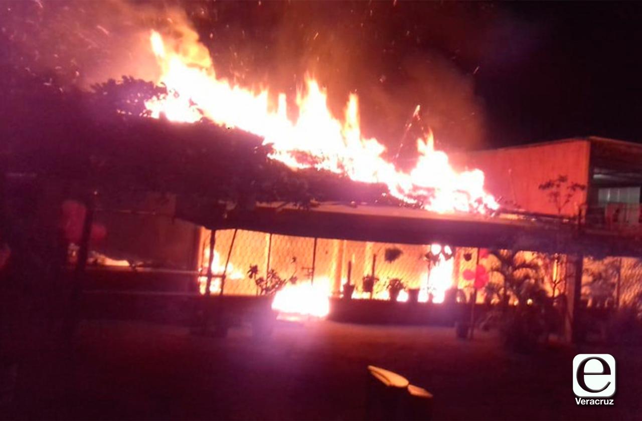 Ataque incendiario y balazos en 2 restaurantes de Cosamaloapan