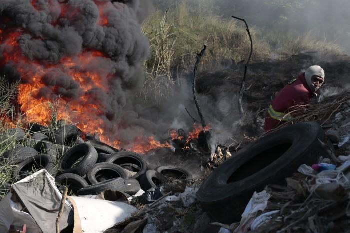 Altas temperaturas y la falta del servicio de recolección, causaron incendio en Reserva 4