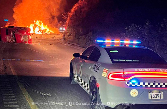 Incendio de tráiler en Maltrata paraliza tráfico hacia Veracruz