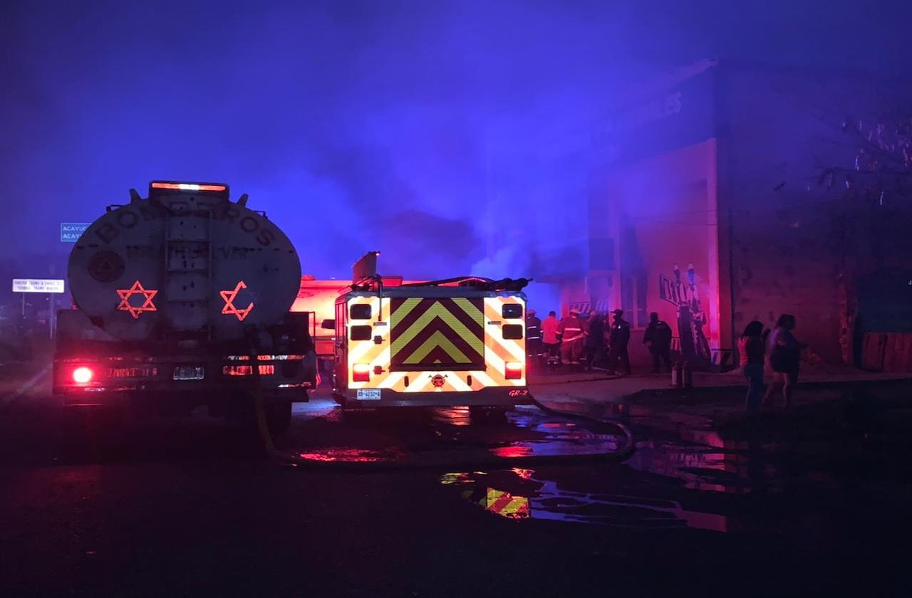 Incendio en ferretería de Cosoleacaque; habría sido provocado
