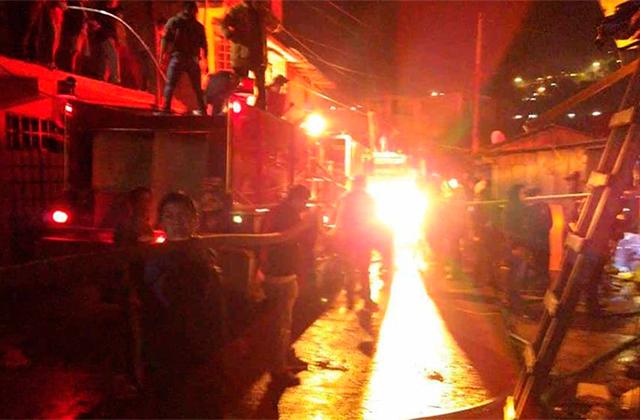 Incendio en Tequila arrasa con 100 locales en mercado