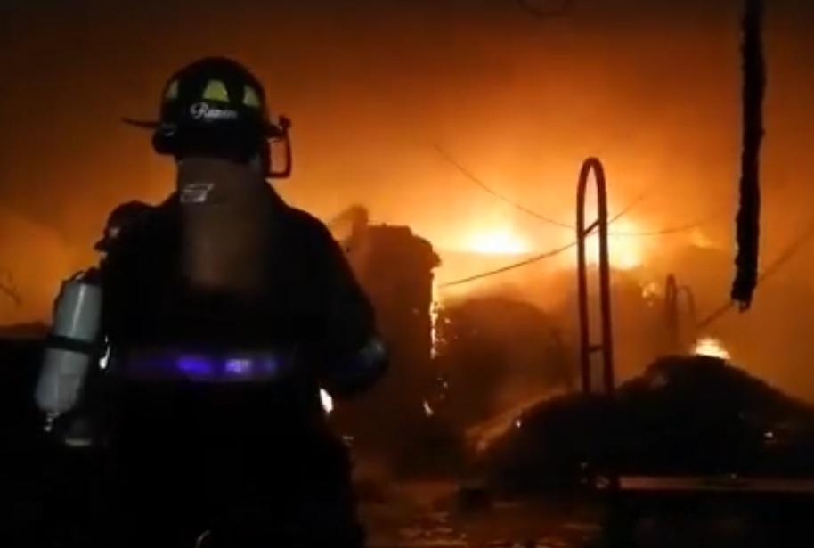 10 datos del incendio que consumió el Chedraui de San Andrés Tuxtla