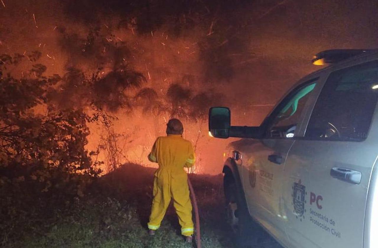 Incendio arrasa con 130 hectáreas de Tatatila; sigue activo
