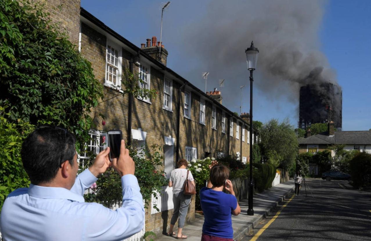 El incendio en condominio de Londres en fotos
