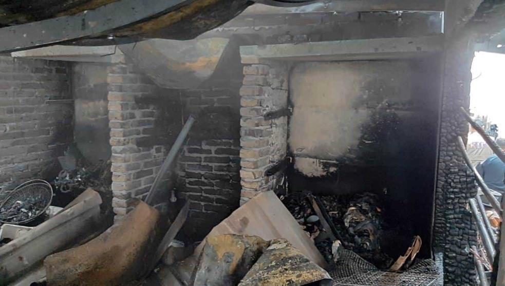 En incendio, hombre pierde su colección de libros